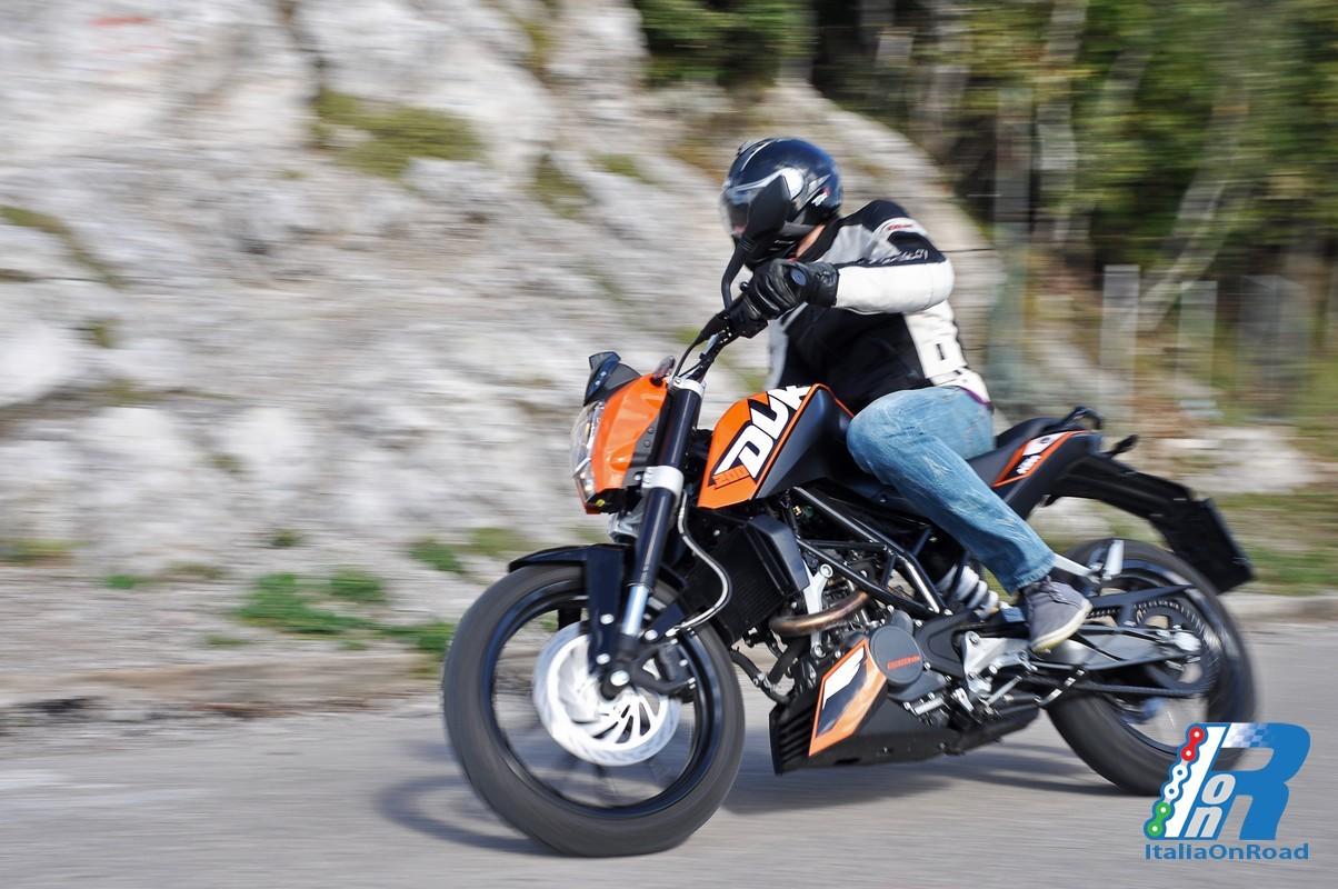 Testride KTM DUKE 200 – L'apparenza inganna!